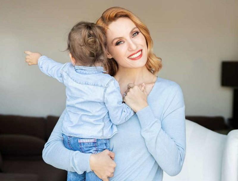 Ελεονώρα Μελέτη: Μπήκε στην κουζίνα με την κόρη της - Η τρυφερή φωτογραφία