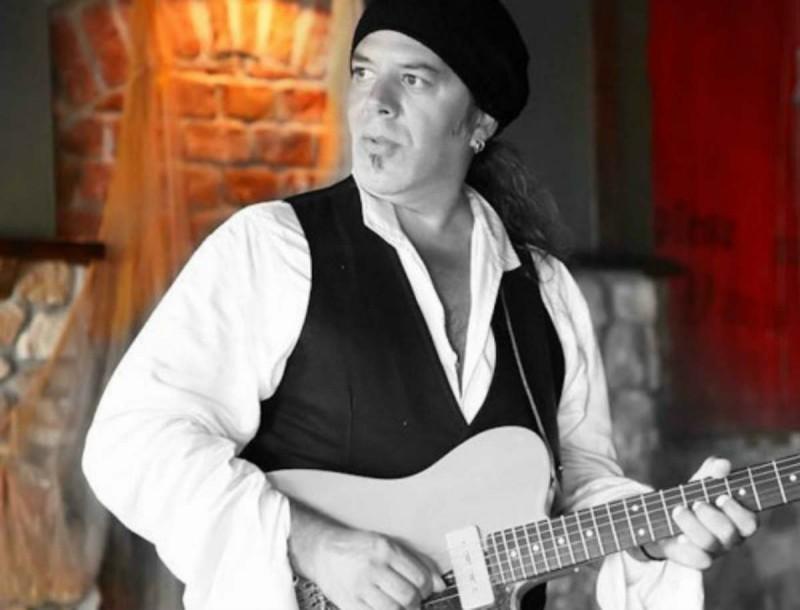 Κορωνοϊός: Πέθανε ο μουσικός Βασίλης Blue Σωτηρίου