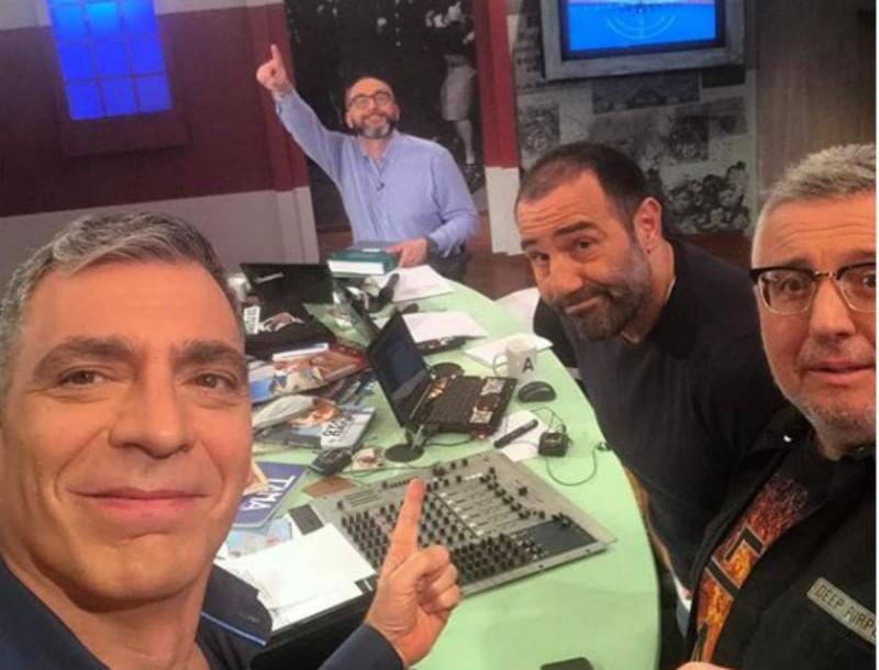 Σούσουρο στο διαδίκτυο με φωτογραφία του συνεργάτη του Κανάκη, Γιάννη Σερβετά