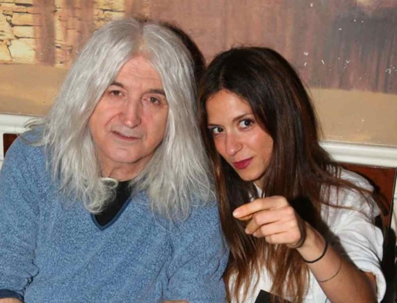Σοφία Καρβέλα: Έβγαλε στη δημοσιότητα σπάνια φωτογραφία με τον πατέρα της, Νίκο - Θα