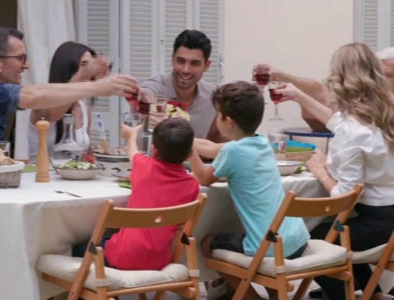 The Bachelor: Στη φόρα όλη η αλήθεια για τους γονείς του Βασιλάκου - «Οι άνθρωποι που είδαμε είναι...»