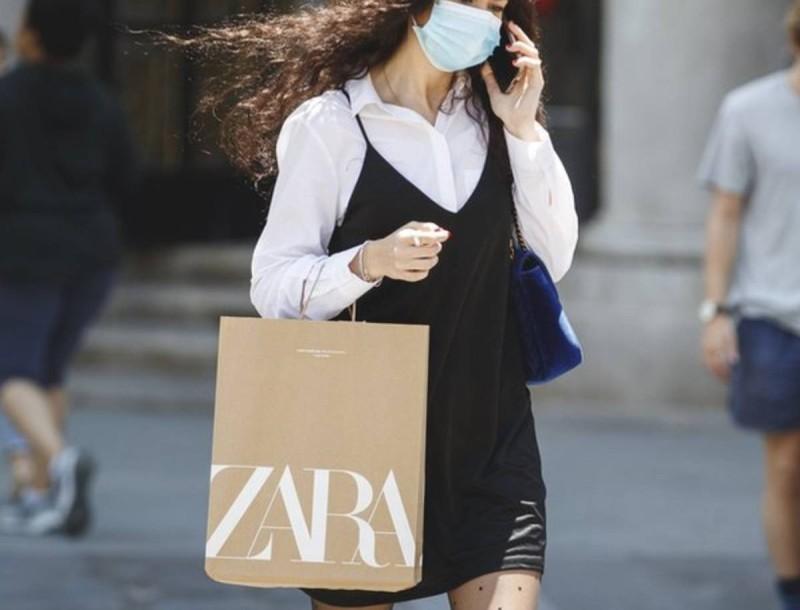 Σε έκπτωση - σοκ στα Zara αυτή η δερμάτινη φούστα