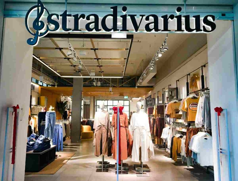 Στα must του 2021 αυτό το μπουφάν από τα Stradivarius