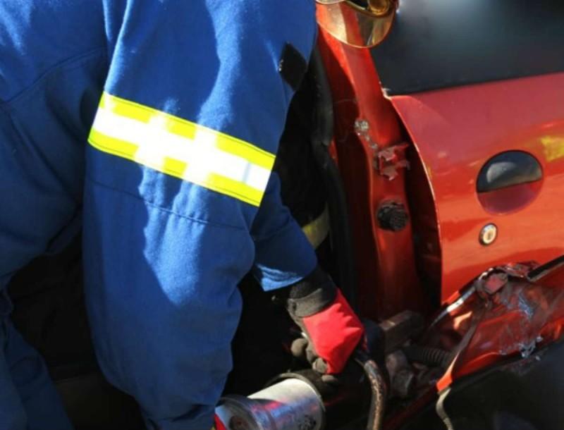 Τραγωδία στην Θεσσαλονίκη: Νεκρός οδηγός ΙΧ - Έπεσε το βαν του πάνω σε γερανό της τροχαίας