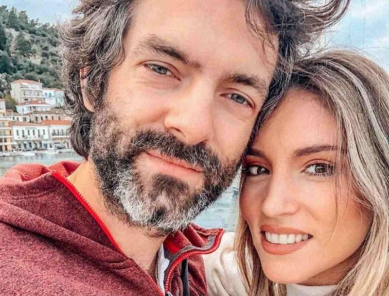 Αθηνά Οικονομάκου: Έχει το πιο ασυνήθιστο τζάκι στο σπίτι της με τον Φίλιππο Μιχόπουλο