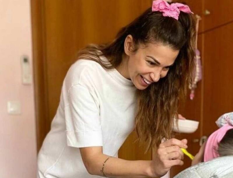 Ελένη Χατζίδου - Ετεοκλής Παύλου: Ονειρικό το δωμάτιο της κόρης τους - Μέσα στο ροζ