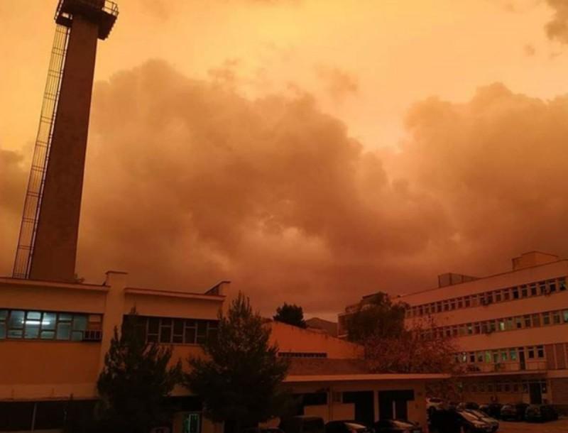 Τον γύρο του διαδικτύου κάνουν οι φωτογραφίες με τον κόκκινο ουρανό της Αθήνας - Μοναδικό θέαμα
