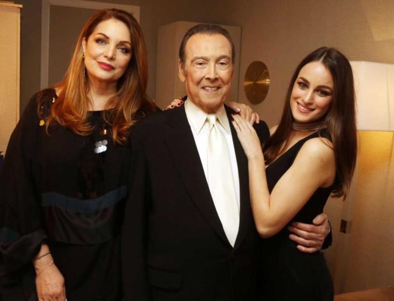 Τόλης Βοσκόπουλος: Υπερπαραγωγή το χριστουγεννιάτικο δέντρο του - Φωτογραφία μαζί με την κόρη του