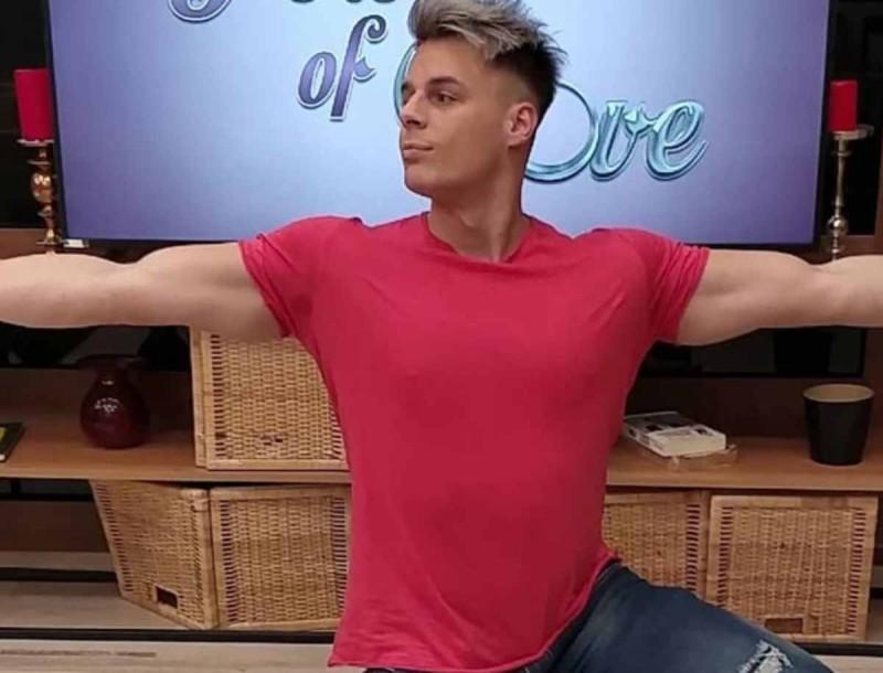 O Φίλιππος Αρβανίτης από το «Power of Love» σε Χριστουγενιάτικη ροζ ταινία με παίκτρια ριάλιτι!