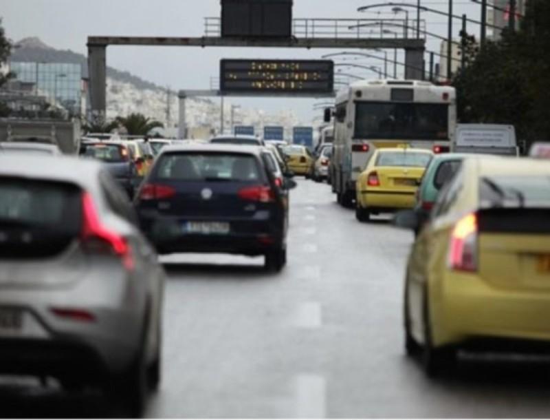 Κορωνοϊός - lockdown: Αλλάζουν τα όρια των επιβατών στα ταξί και ΙΧ