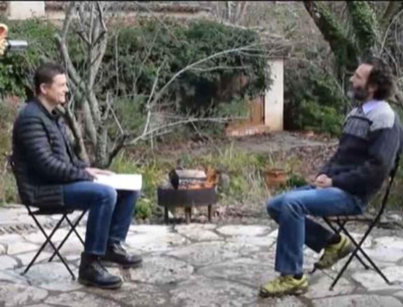 Tik Talk: Ο Θανάσης Ευθιμιάδης προκαλεί τον Σρόιτερ να περπατήσει σε γυαλιά