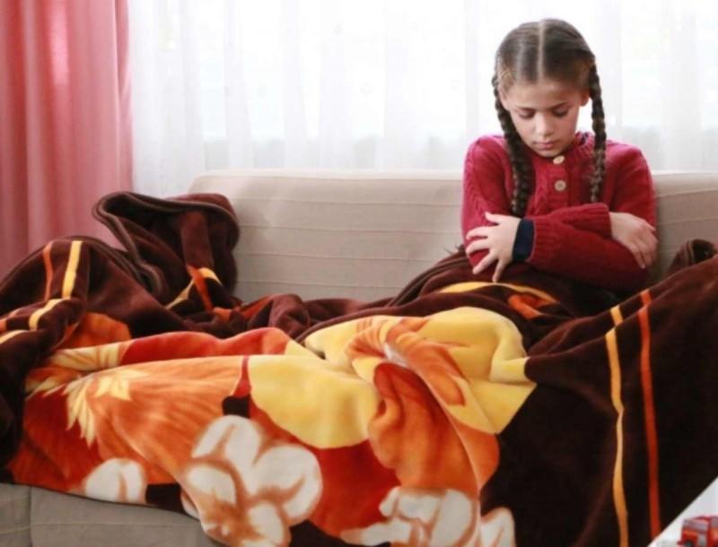 Elif: Ο Ταρίκ επιστρέφει σπίτι και βλέπει στο σαλόνι τη Βιλντάν με την Ελίφ και σοκάρεται
