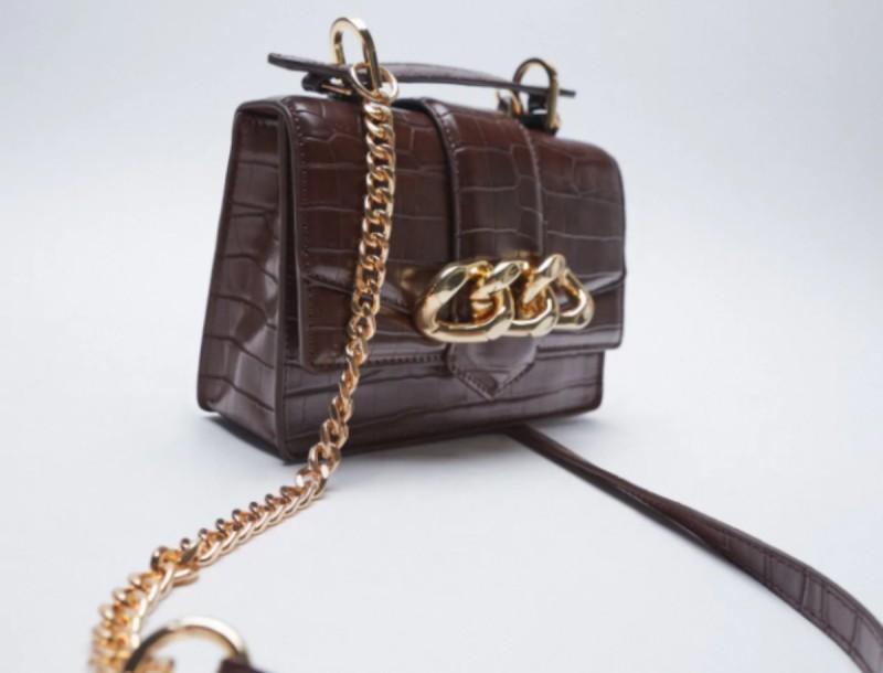 Σε σούπερ προσφορά αυτή η animal print τσάντα από τα Zara!