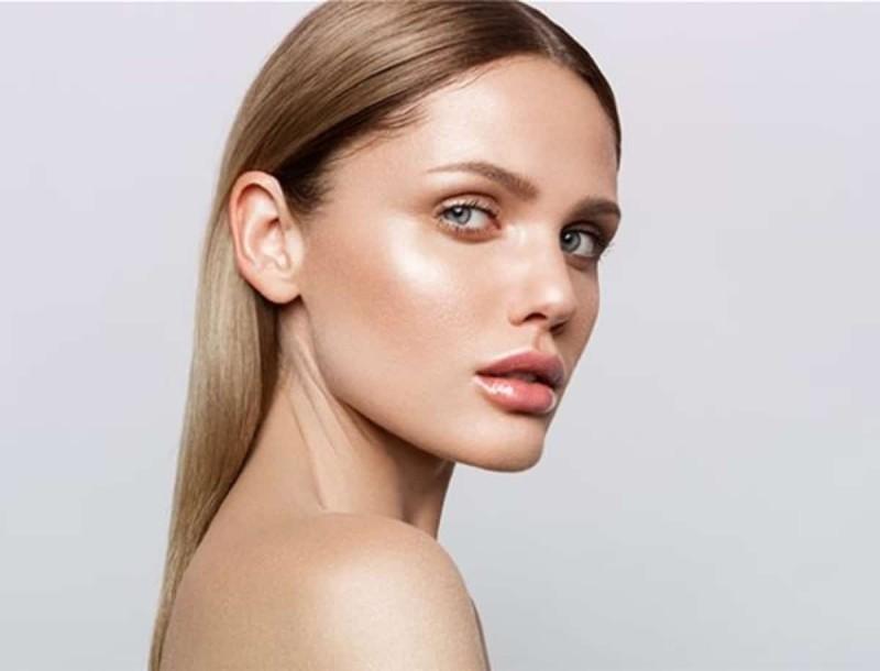 4 beauty tips για λαμπερή βάση στο μακιγιάζ