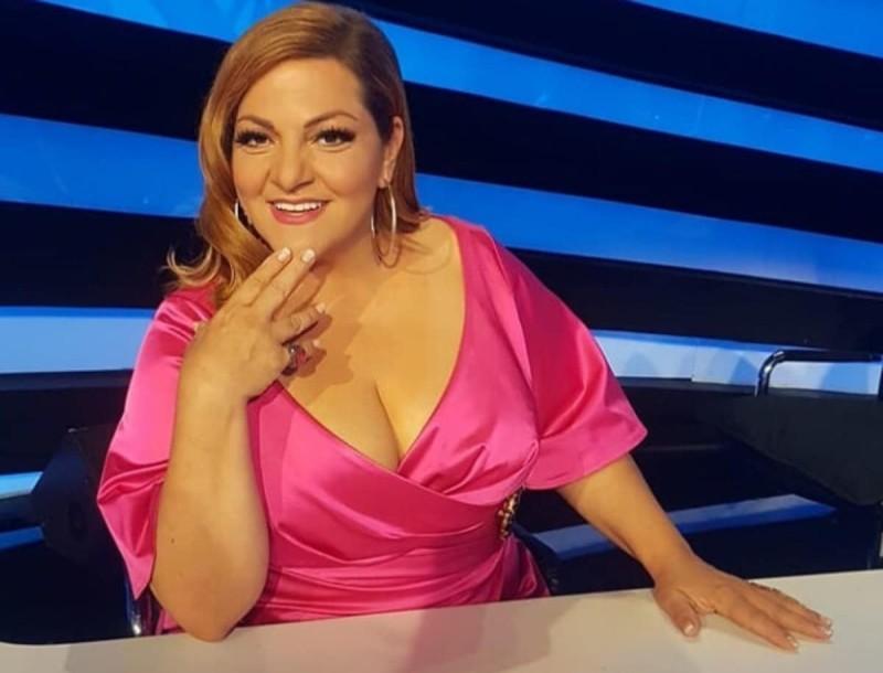 Η μητέρα της Βίκυς Σταυροπούλου έκανε το εμβόλιο του κορωνοϊού - Την συνόδευσε η ηθοποιός στο νοσοκομείο