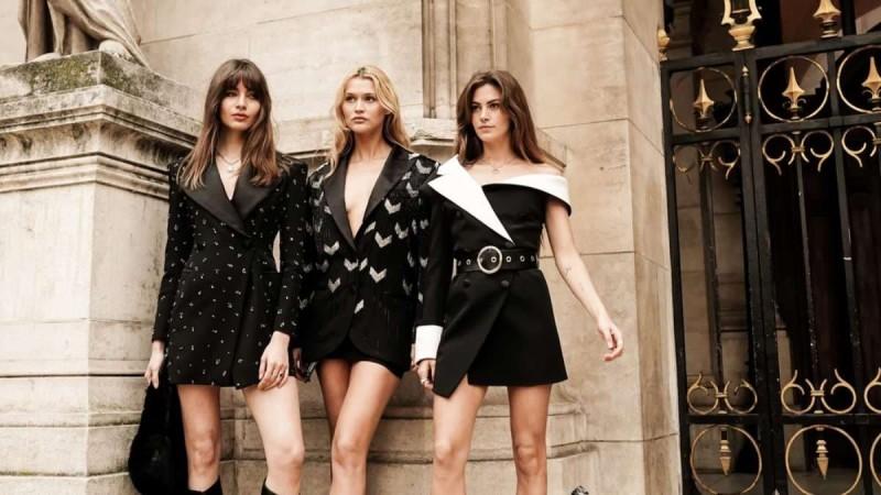 Street style μαύρα φορέματα