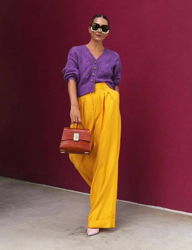 color blocking κίτρινο και μοβ