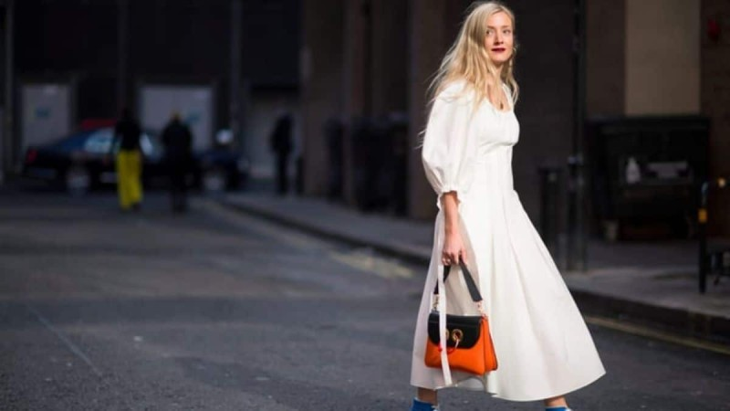 street style λευκό φόρεμα