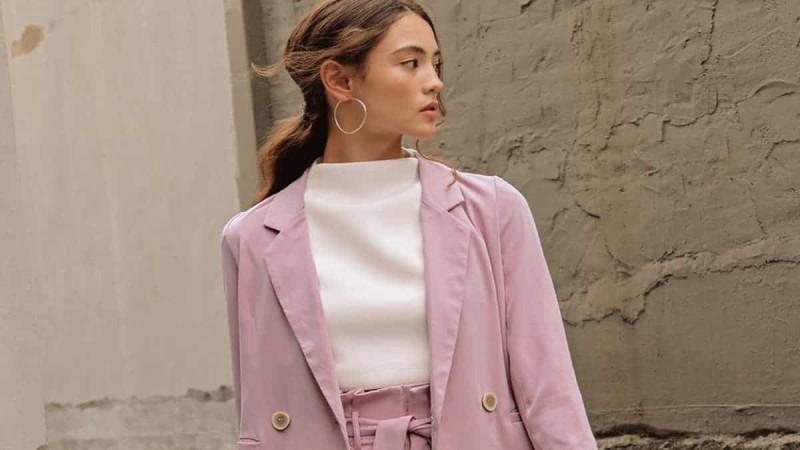 ροζ κοστούμι τάση άνοιξη 2021