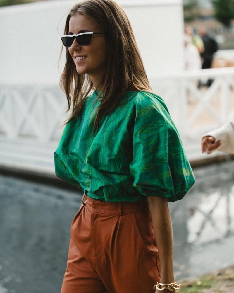 πράσινη μπλούζα