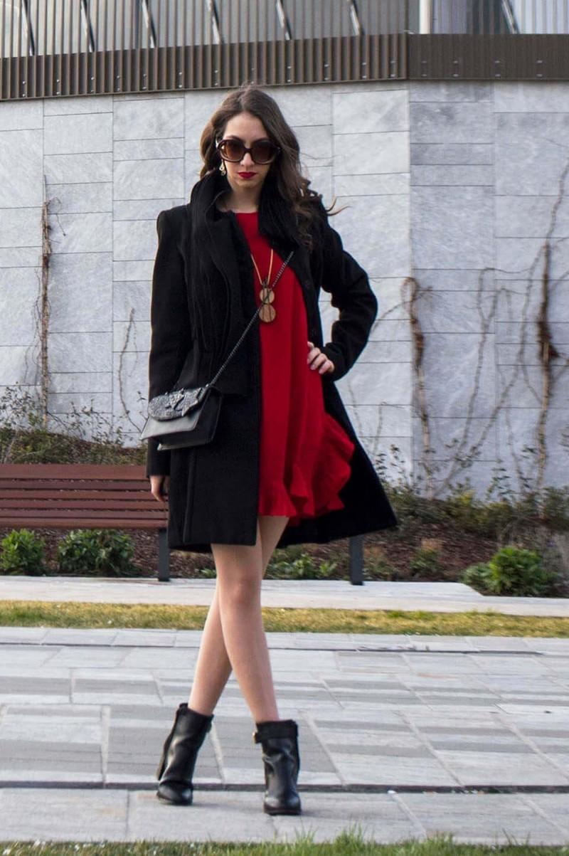 street style κόκκινο φόρεμα