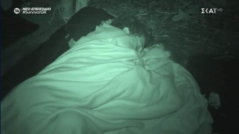 Survivor 4: Αγκαλιά κοιμούνται Βέλλη - Μπάρτζης