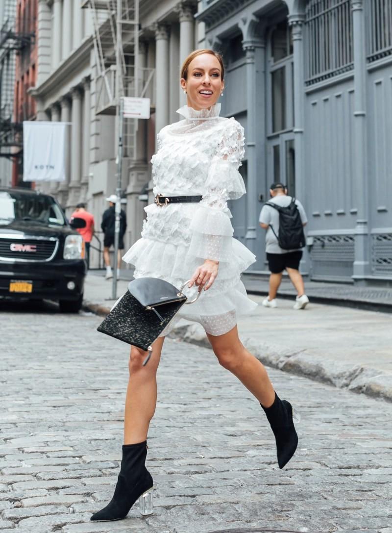 λευκό lace φόρεμα