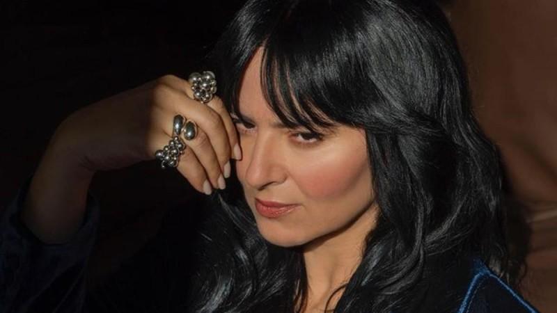 Ζενεβιέβ Μαζαρί: Η μεγάλη και εντυπωσιακή αλλαγή στα μαλλιά της