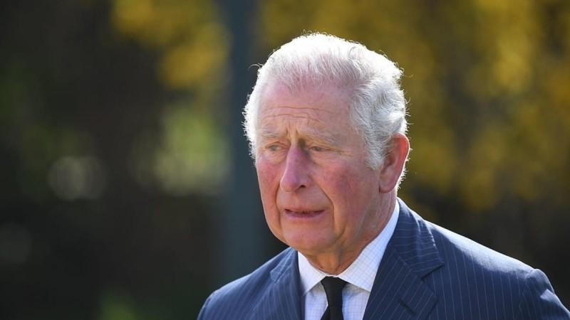 Κάρολος: Η δημόσια εμφάνιση πριν την κηδεία του Φίλιππου και τα κλάματα