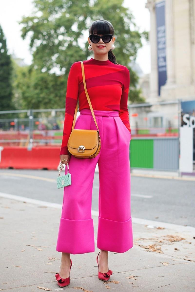 ροζ και κόκκινο με κίτρινα αξεσουάρ
