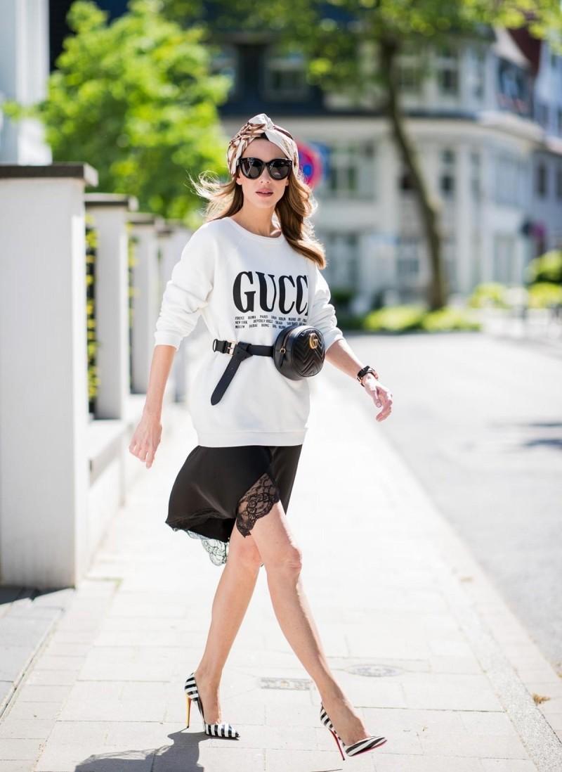 Μπλουζάκι με τσαντάκι μέσης