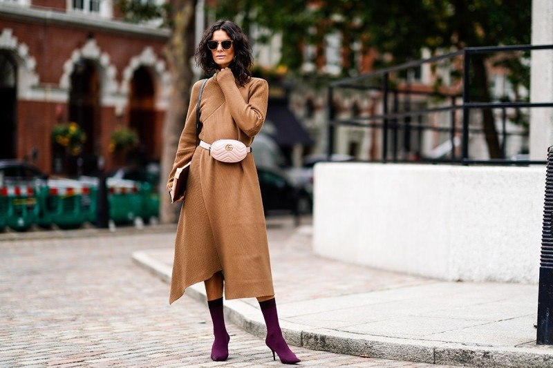 πλεκτό φόρεμα με τσαντάκι μέσης
