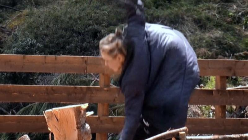 Φάρμα: Τσακίστηκε η Κάτια Δέδε κόβοντας ξύλα