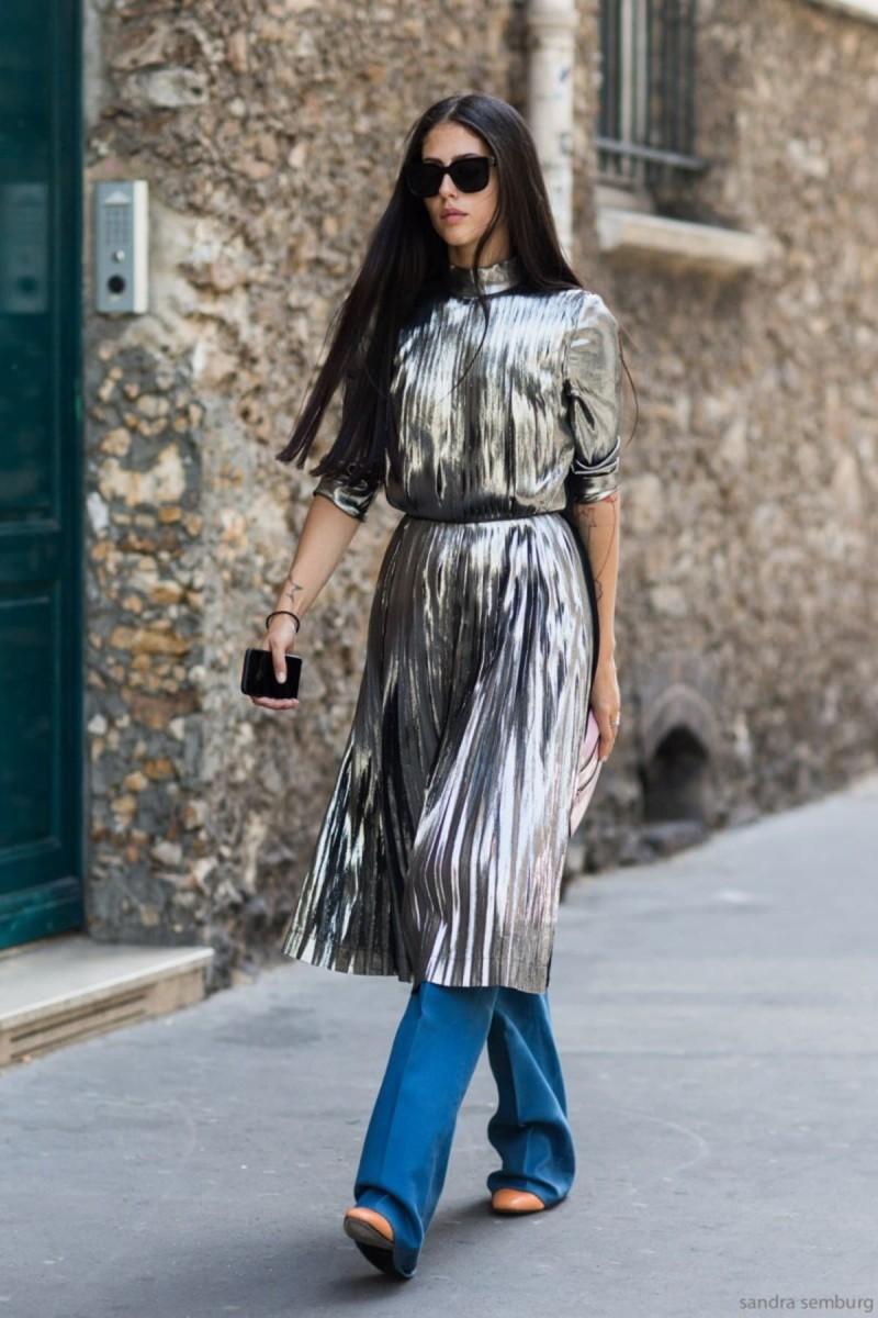 μεταλλικό φόρεμα με τζιν