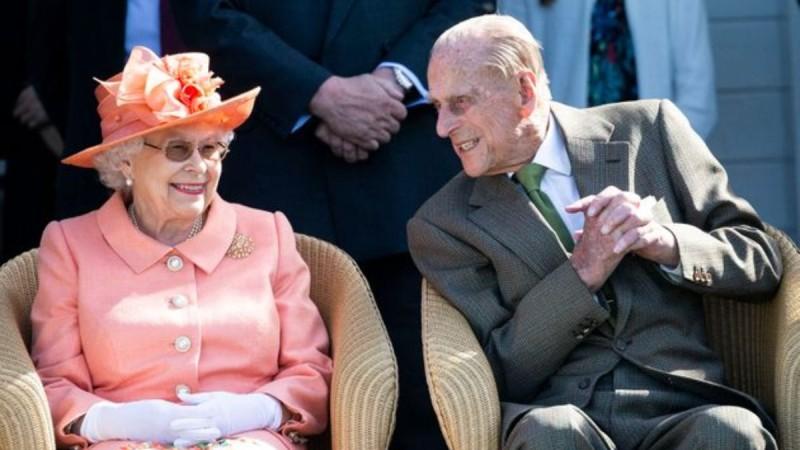 Βασίλισσα Ελισάβετ: Η εντολή για την ενδυμασία στην κηδεία του πρίγκιπα Φίλιππου που έδωσε