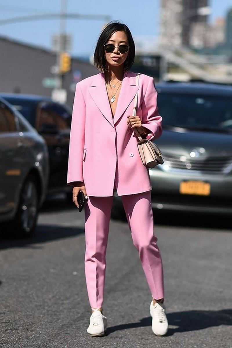 ροζ κοστούμι