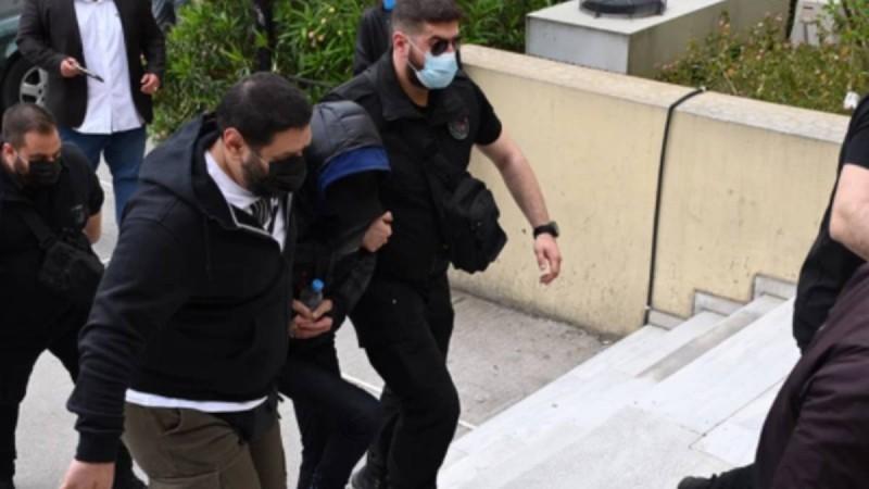 Μένιος Φουρθιώτης: Με χειροπέδες στον εισαγγελέα