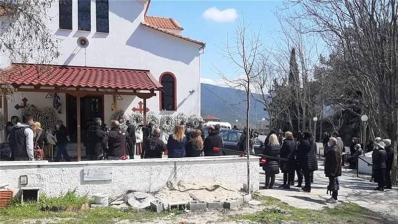 Θλίψη στην κηδεία του Γιώργου Καραϊβάζ