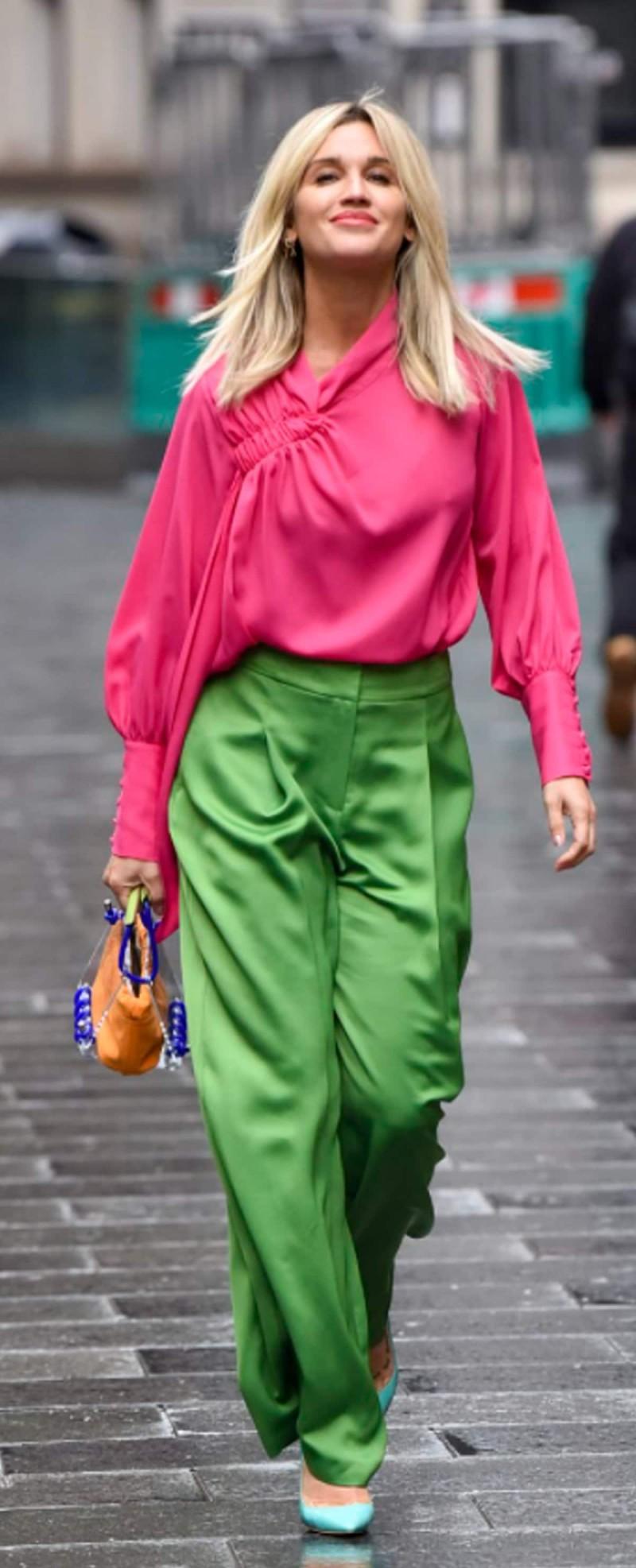 φούξια και πράσινο στο street style