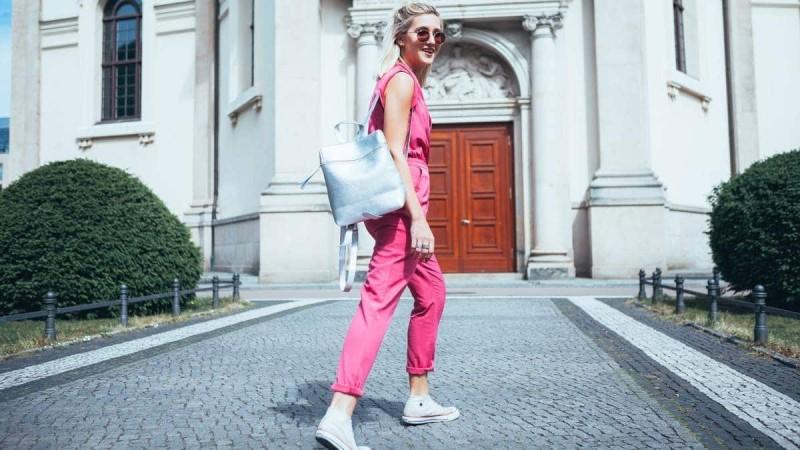 Φούξια jumpsuit street style