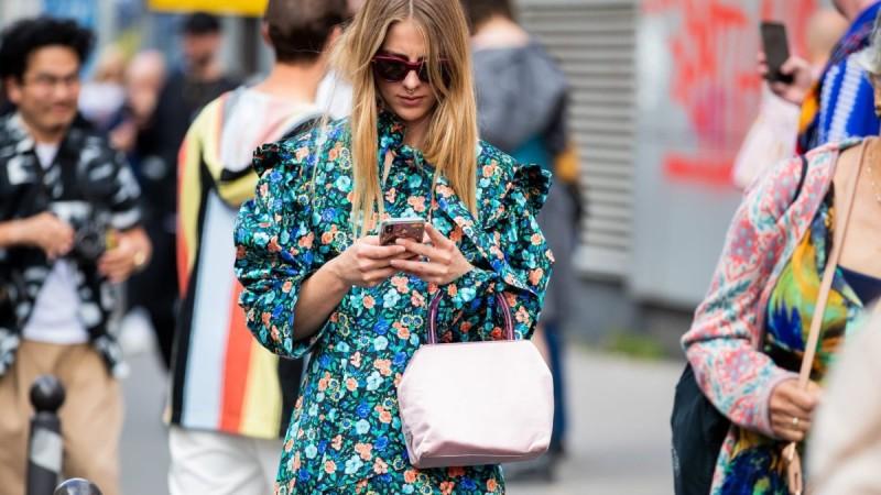 εμπριμέ φόρεμα street style