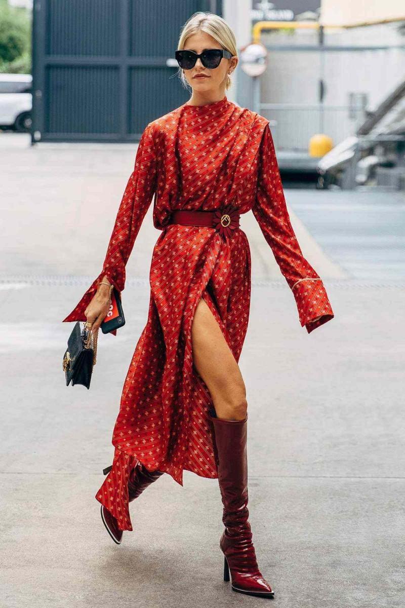 εμπριμέ κόκκινο φόρεμα