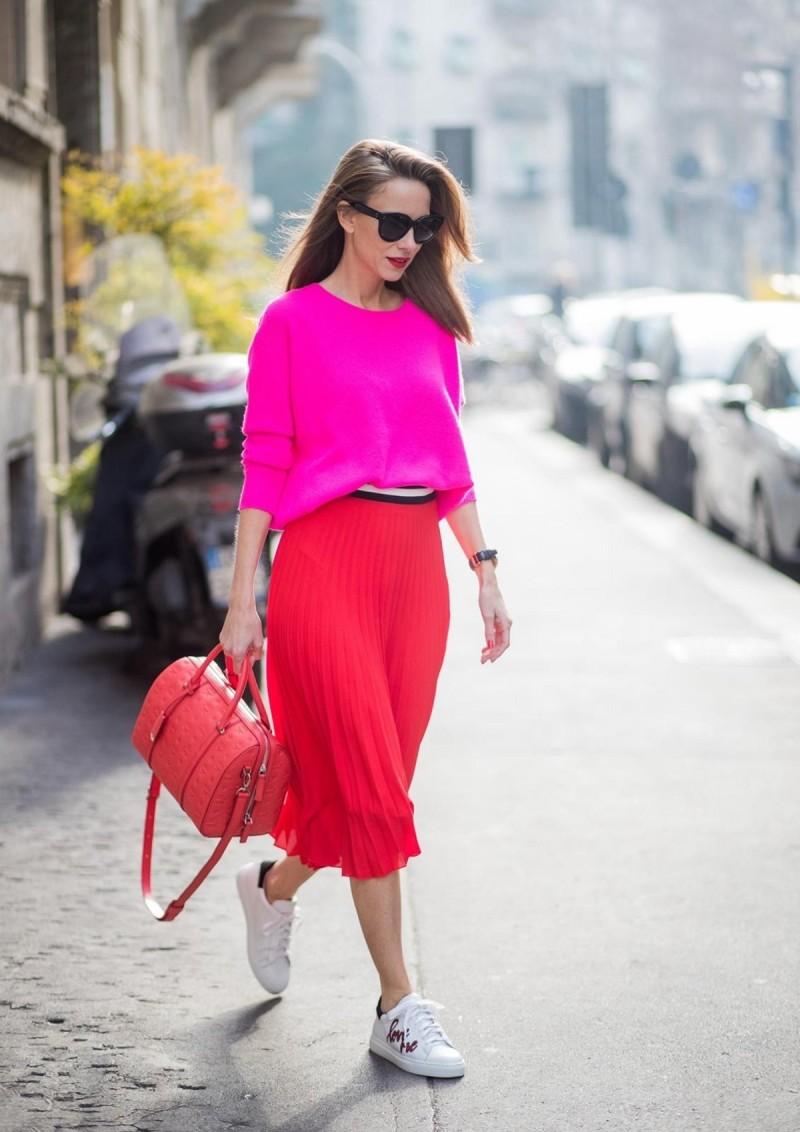 συνδυασμός κόκκινο ροζ στο street style