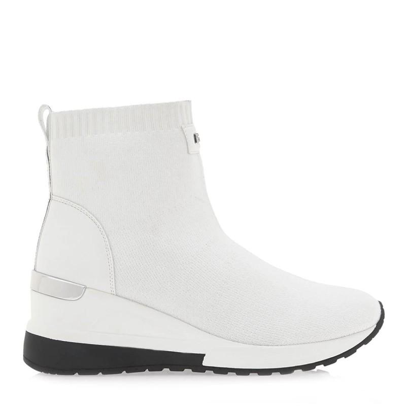 αθλητικές λευκές μπότες