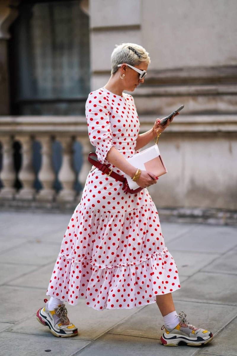 πουά φόρεμα street style