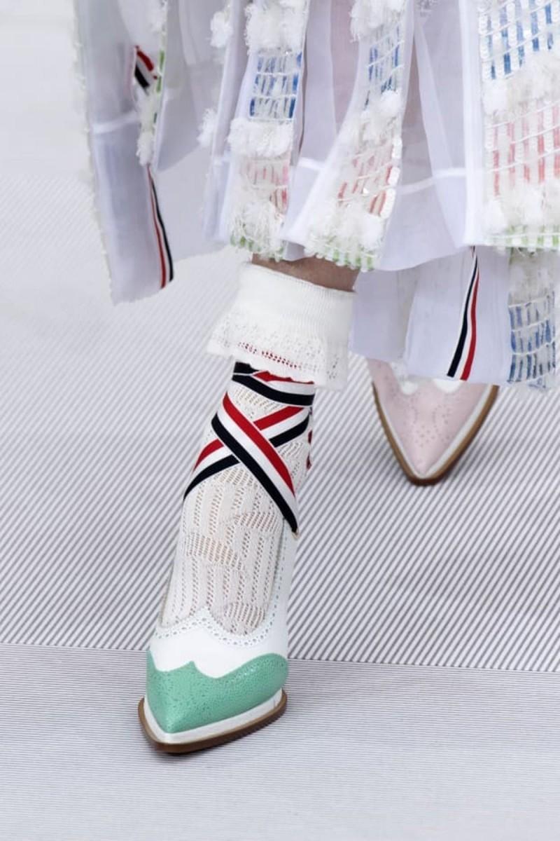 χρωματιστά παπούτσια άνοιξης