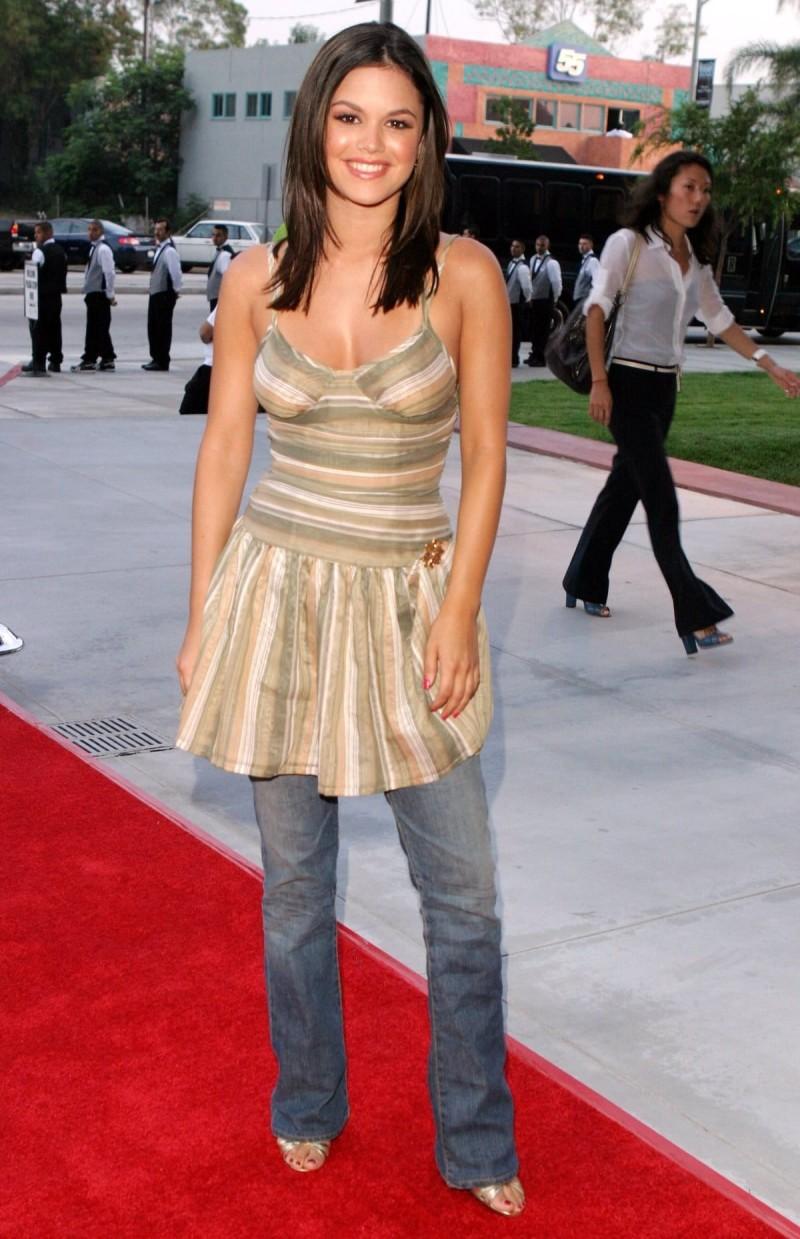 φόρεμα με τζιν παντελόνι
