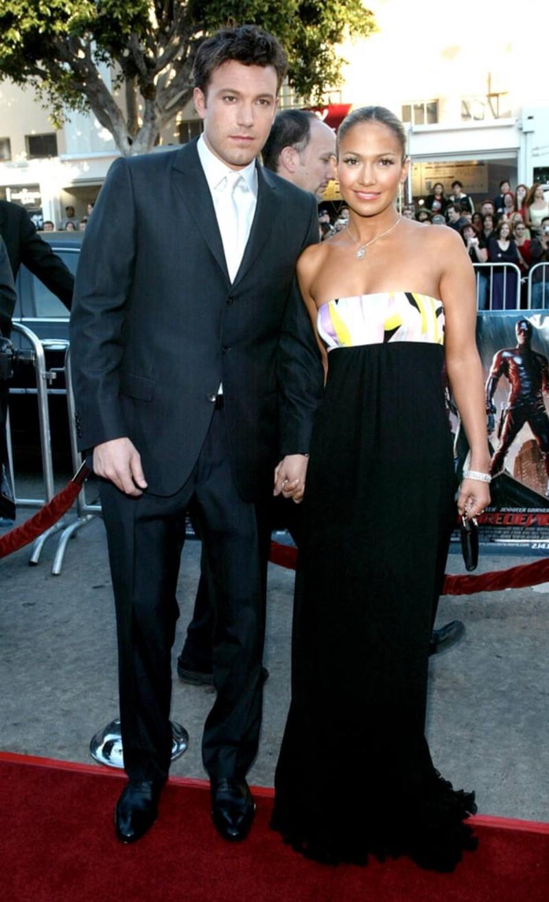 Ben & Jennifer με μαύρη τουαλέτα