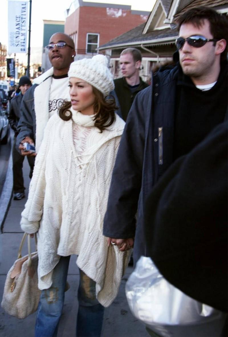 Ben & Jennifer με πουλόβερ