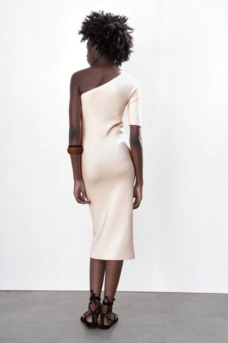 μπεζ πλεκτό φόρεμα